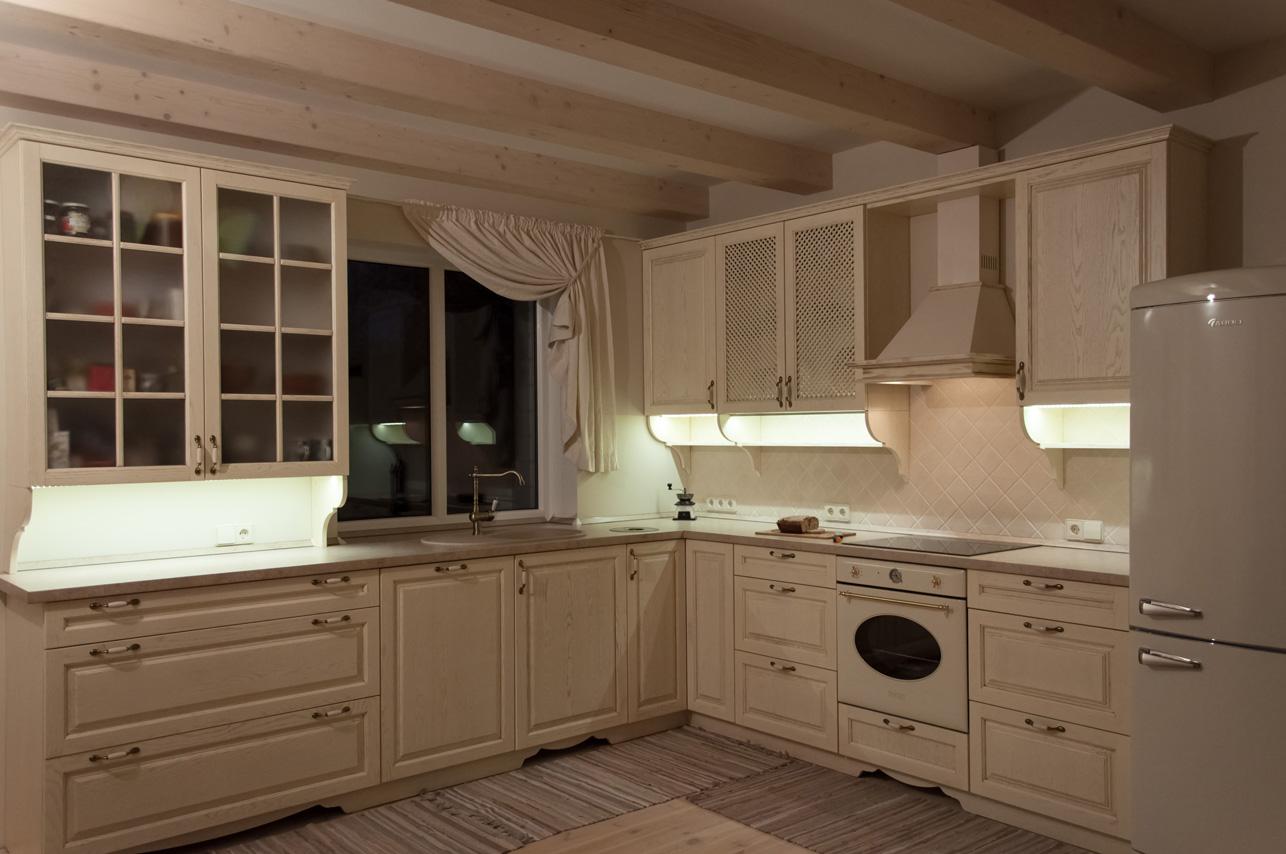 klasikiniai_virtuves_baldai
