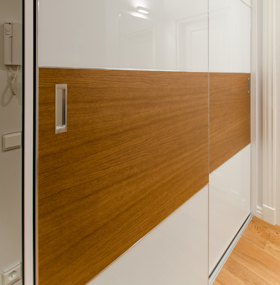 wardrobe_wood_glass
