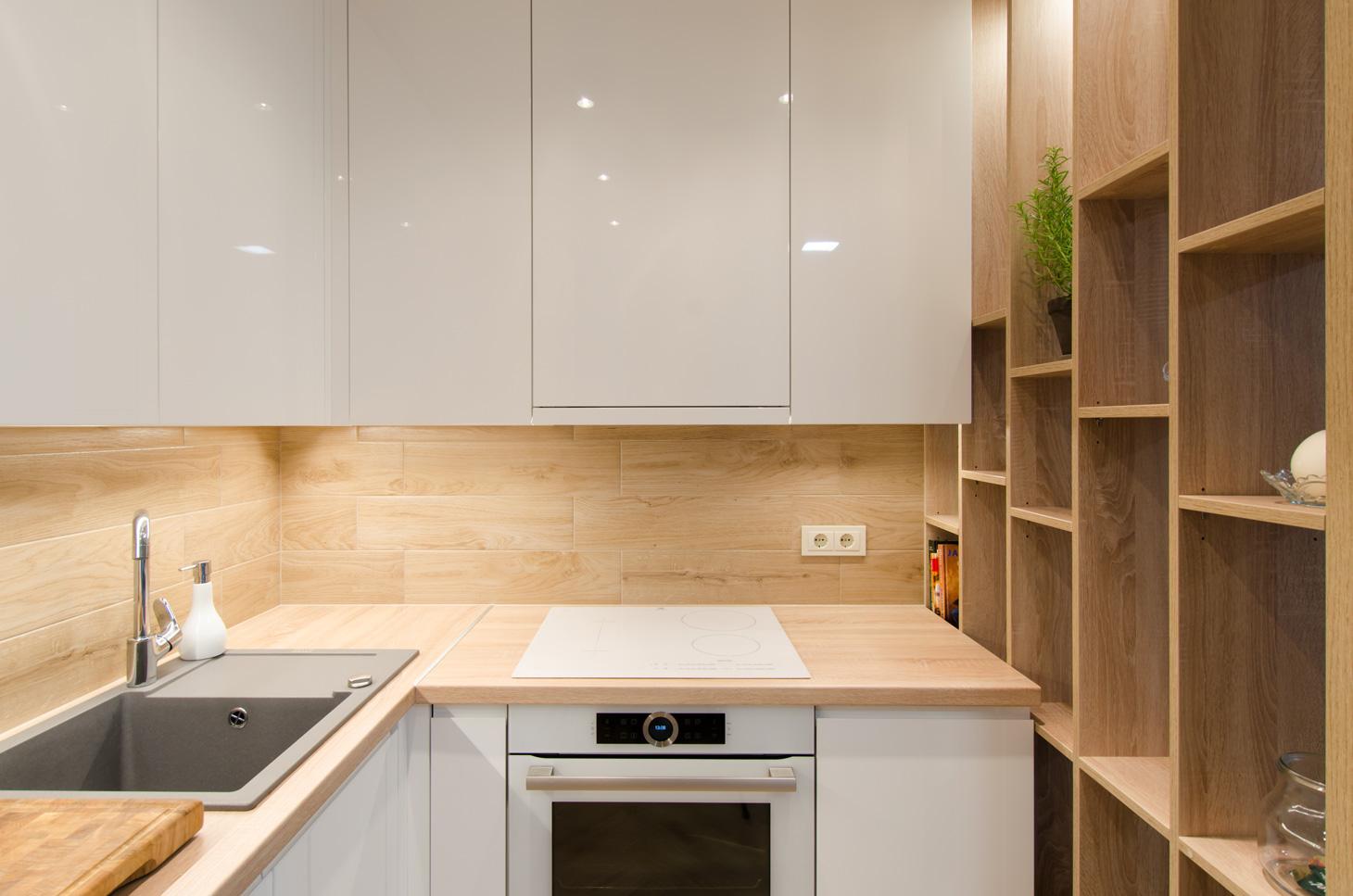 white_high_gloss_kitchen