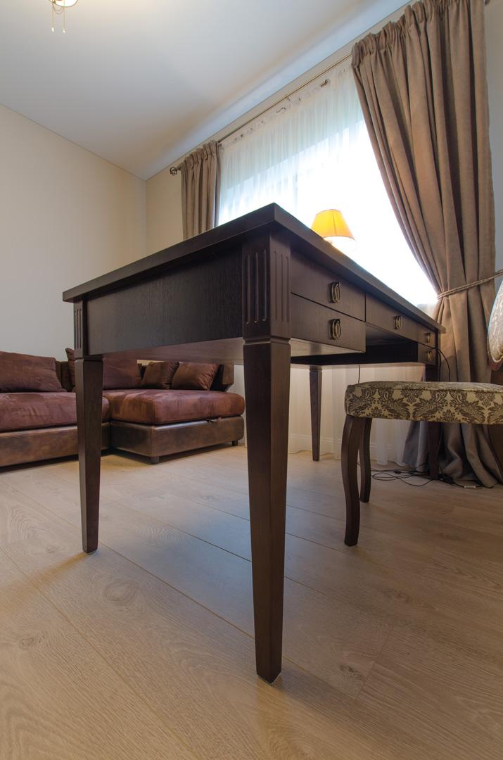 table_classic_design