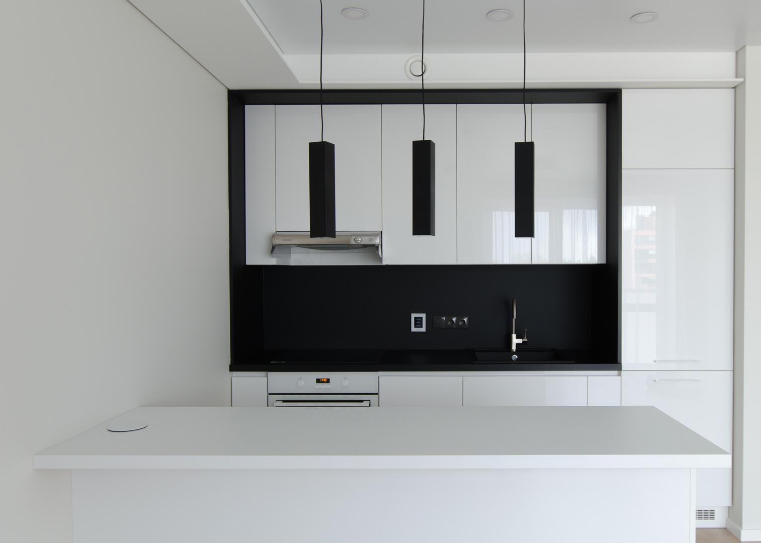 virtuves_dizainas_balta_pilaite_vilmesta
