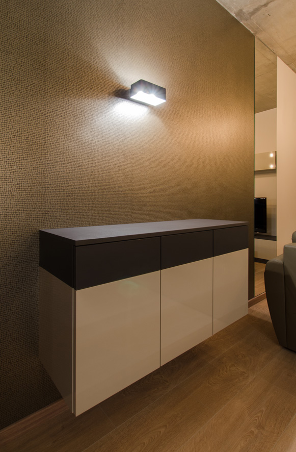 living_room_commode