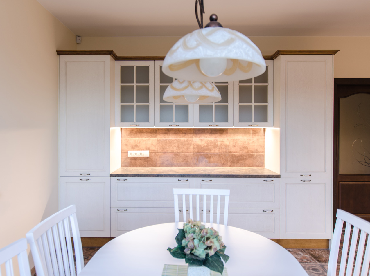 white_painted_kitchen_cabinets