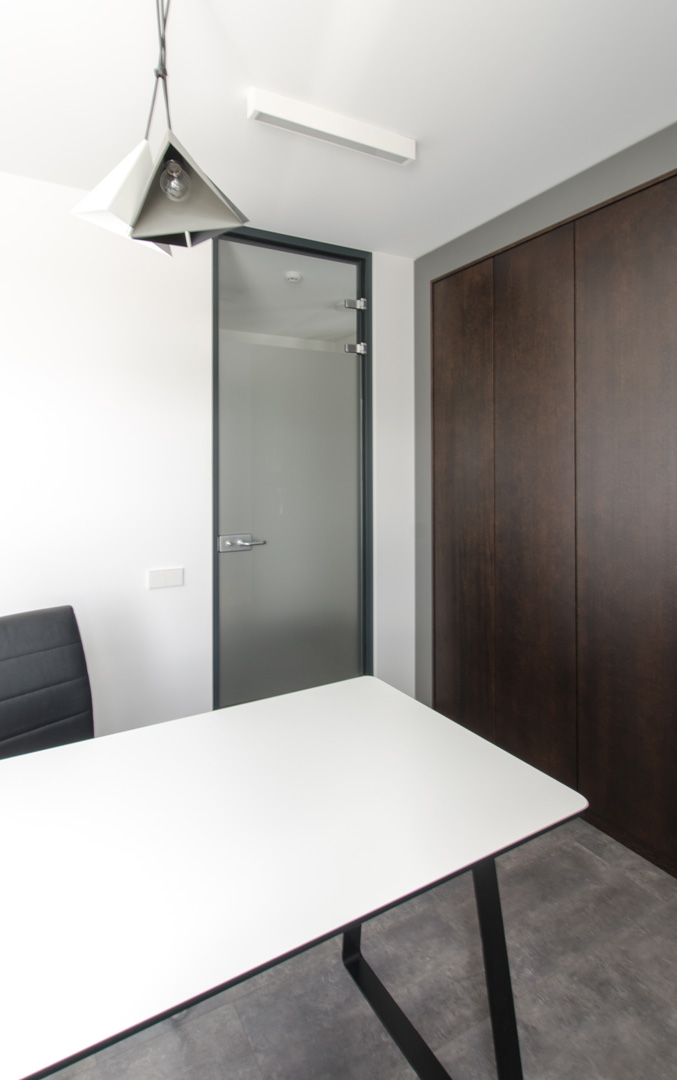 18_office_furniture_table